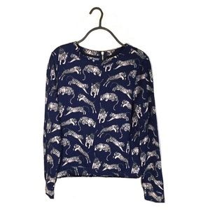 H&M Long Sleeve Popover Top in Graphic Tiger Print